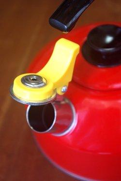 画像1: 笛吹きやかん アルミ赤色