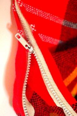 画像3: 座布団カバー 赤チェック柄